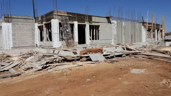 بناء نادي يومي (حاضنة كبيرة)